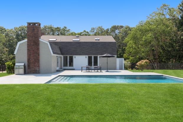 这栋位于纽约南汉普顿的五卧别墅年租金为24万美元。